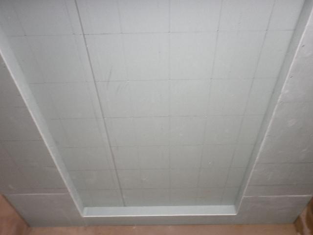 二,石膏板吊顶安装要点   一般安装步骤:石膏板吊顶的施工一般流程是