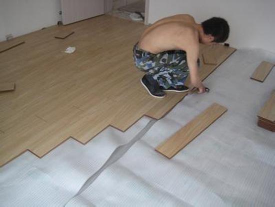 找平油光-垫复合木地板防潮垫-复合木地板层板安装